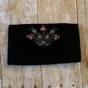 VTG black velvet embroidered clutch
